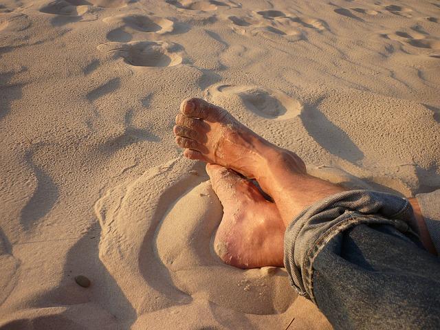 Entspannte Füße am Strand